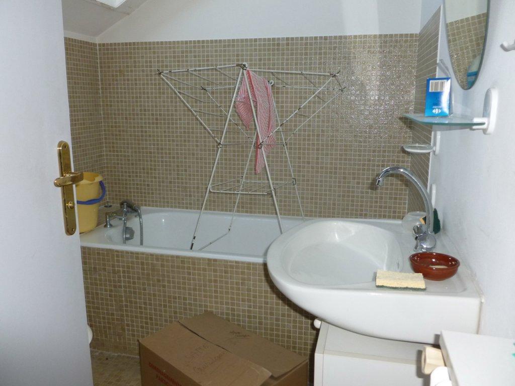 Salle de bain avant prestation home-staging Avéo Beauvais
