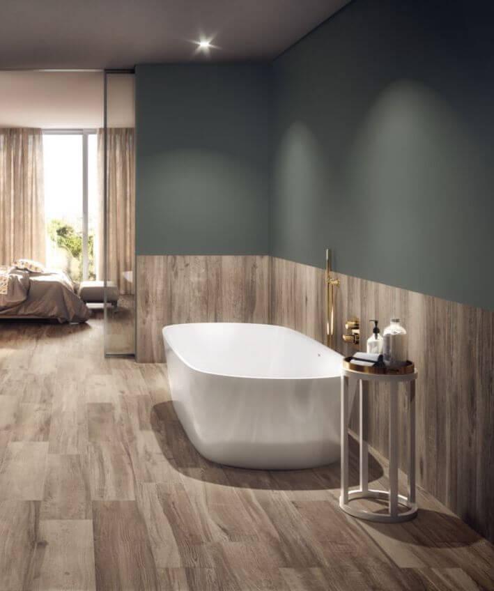 Sols et murs en bois pour votre décoration de salle de bains